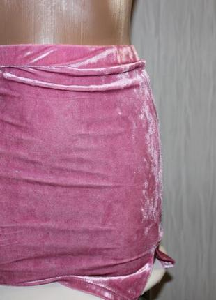 Красивая велюровая мини-юбка розового цвета