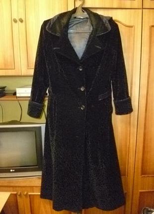 Красивое демисезонное утепленное велюровое пальто длинное(макси)с капюшоном