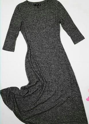 Базовое стильное платье миди в рубчик
