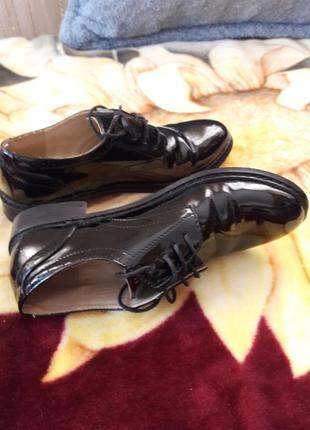 Классные кожаные лаковые туфли piato, дешево.