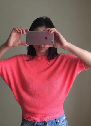 Ярко розовый свитер от oggi