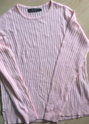 Стильный свитер в рубчик