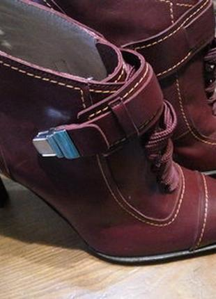 Pollini оригинал .100% натуральная кожа . ботинки осенние высокий каблук