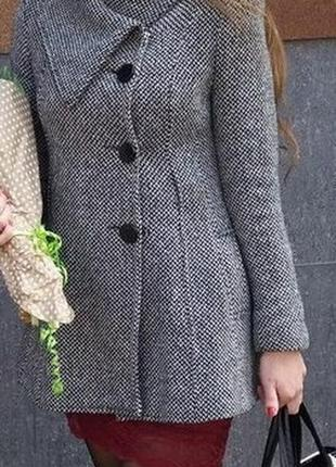 Актуальное пальто в гусиную лапку