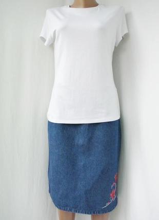 Модная, трендовая джинсовая юбка joie de vivre с вышивкой.