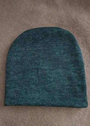 Новая зелёная изумрудная теплая шапочка на осень,зиму.2 фото