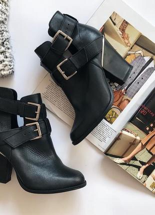 Актуальные черные ботинки, ботильоны от river island на каблуке