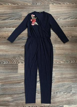 Новый синий комбинезон брючный на запах с длинным рукавом с вышивкой с цветами, розами