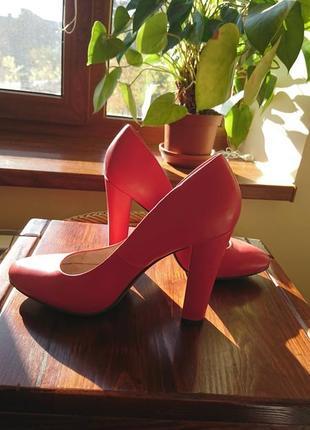 Малинові туфлі на каблуку