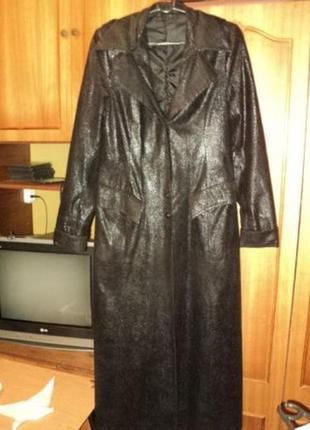 Пальто-плащ gina monti велюровое с лазерным напылением длинное(макси,в пол)осень-весна