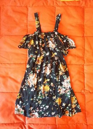 Платье трапеция в цветочный принт с оголенными плечами