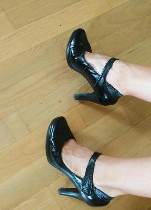 Кожаные черные лаковые туфли осенние на удобном устойчивом каблуке 24.4 см
