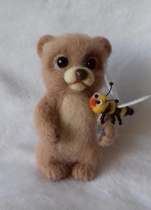 Брелок на сумку, рюкзак, в машину медвежонок с пчелой