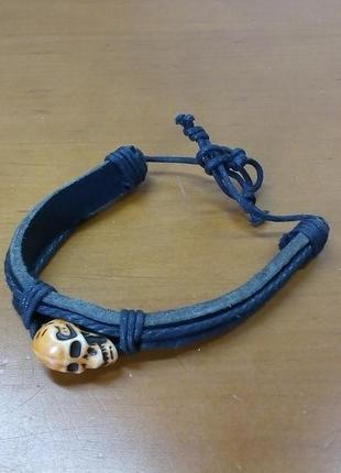 Кожаный браслет с черепом