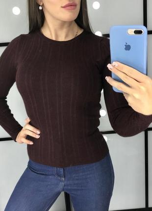 Базовый фактурный бордовый гольф в рубчик / марсаловый свитер в рубчик