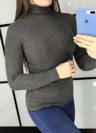 Базовый  серый  гольф в рубчик / серый свитер в рубчик