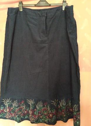 Красивая юбка с вышитой оборкой р 24