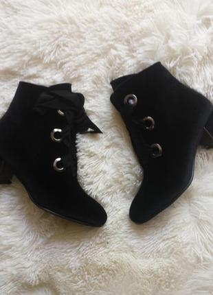 Нереально крутые ботинки на шнуровке
