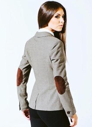 Пиджак с заплатками нашивками на локтях