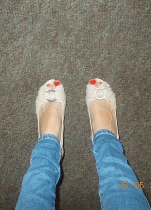 Босоножки на маленьком каблуке 37 размер
