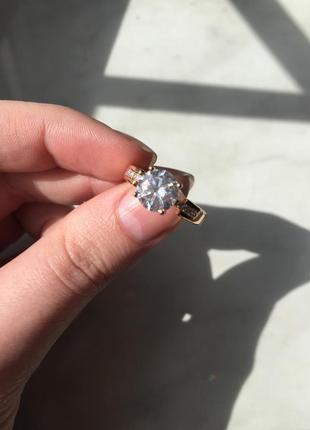 Кольцо из медицинского золота и цирконием, новое