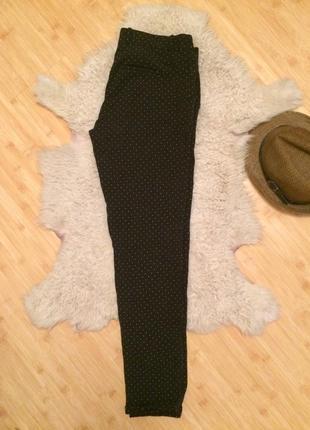 Легкие брюки чинос чёрного цвета в белую точку