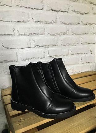 Зимние ботинки с молнией на меху
