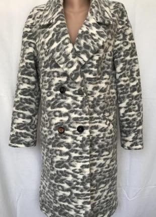 Пальто серо-белое с приспущенным рукавом 49% шерсть