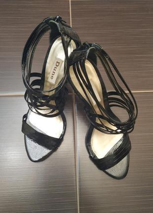 Крутые чёрные туфельки