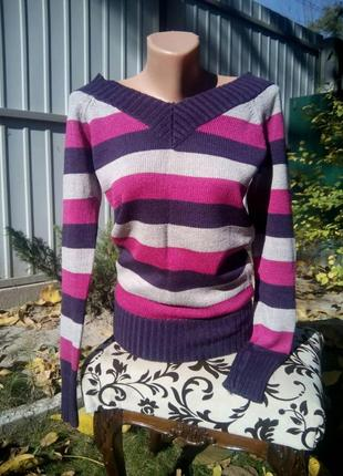 Теплый яркий свитер terranova
