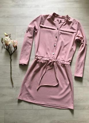 Красивое платье пудового цвета