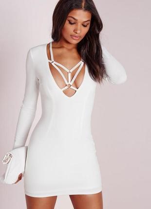 Женственное платье с портупеей