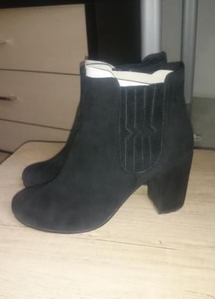 Демисезонные замшевые ботинки vagabond
