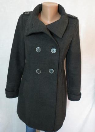Серое актуальное пальто от zara