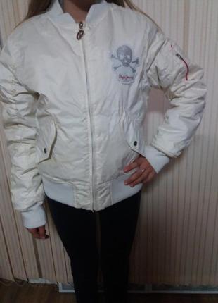 Белая нарядная женская куртка с черепами из страз. размер м /l .