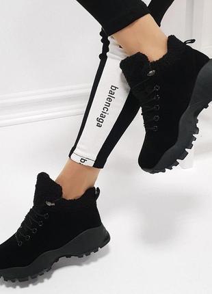 Черные замшевые зимние кроссовки мех на массивной подошве. 35.36.