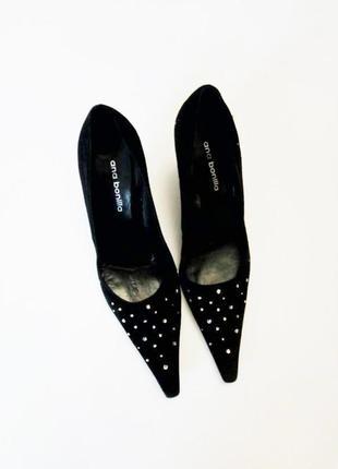 Туфли на каблуке с камнями италия