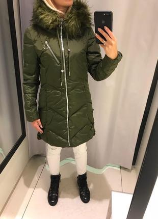 Тёплое зелёное пальто удлинённая куртка на синтепоне. reserved. размеры уточняйте.