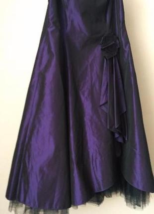 Дизайнерское платье пурпурного цвета
