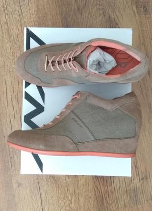 Dkny черевики,  кросівки , розмір 40 (26,5).