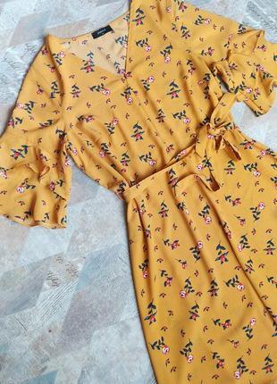 Платье  в цветочный принт/воланами на рукавах papaya