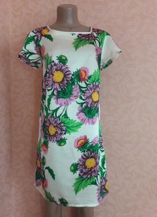 Сатиновое платье с ярким принтом