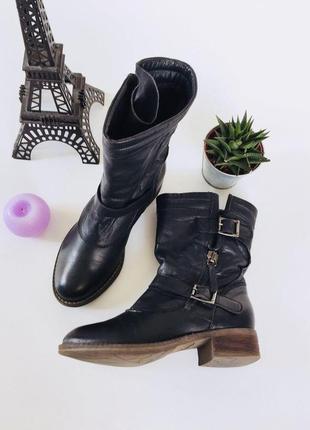 Трендовые демисезонные  кожаные ботинки полусапожки с ремешками от clarks