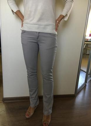Интересные джинсы с вышивкой oggi размер m