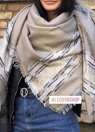 Большой тёплый шарф палантин блестящий красивый бежевый платок