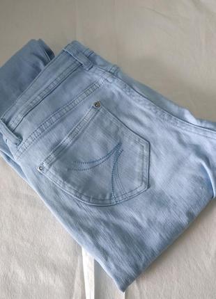 Большой выбор одежды до 100грн! светло голубые джинсы diverse