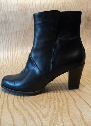 Ботильоны clarks кожаные натуральная кожа черные невысоком удобном каблуке ботинки сапоги