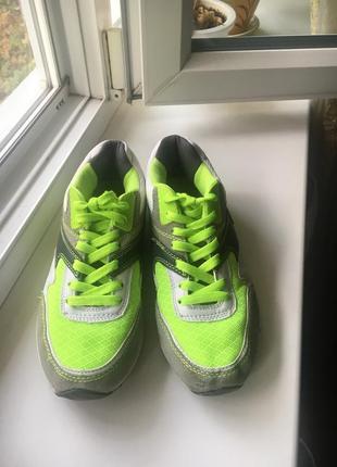 Яркие кроссовки мокасины на шнурках