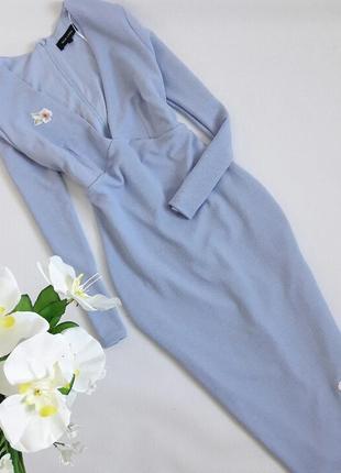 Нежно голубое платье миди с патчами цветами