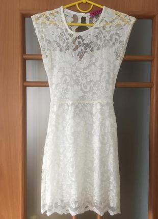Сукня з відкритою спиною